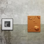 Left: Robert Mapplethorpe, Bread, 1979, siver gelatin, 66 x 68 cm, edition 3 of 10. Right: Anton Stoianov, Untitled (Candy), 2014, metal, plaster, carbon fiber vinyl, 95 x 75 x 20 cm